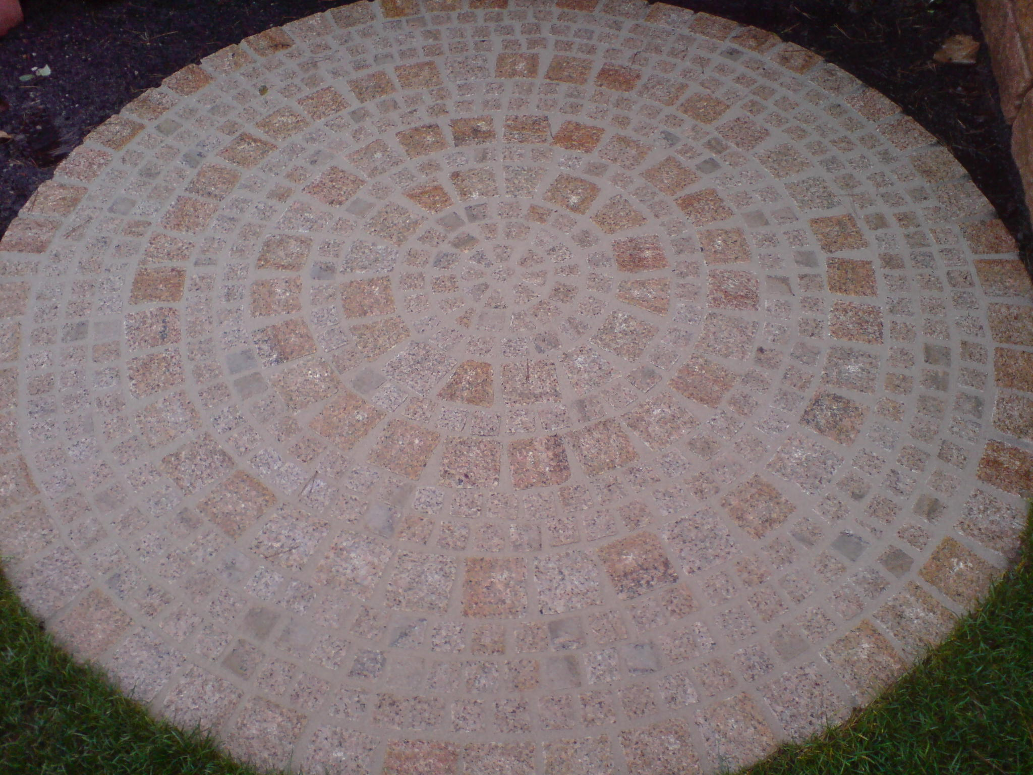 Granitkreis gelb,rot 10x10, 5x5cm